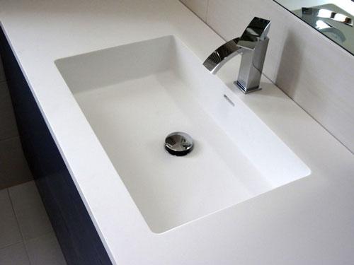 Top lavabo da bagno con vasca monoscocca dupont corian mod - Vasche da bagno su misura ...