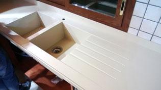 vasca doppia che saldiamo ai top e piani cucina questo tipo di vasca viene realizzata completamente da noi cos anche il gocciolatoio inciso direttamente