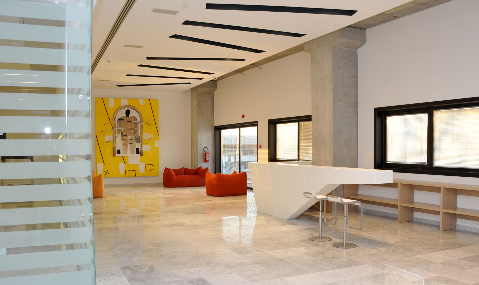 Kiton banco reception in corian Arco Arredo